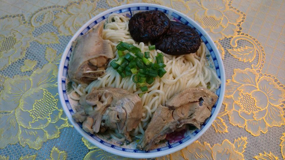 日曬麵-丁   麻油醬麵 + 海帶芽調理湯包 165公克/包  5包入/1組